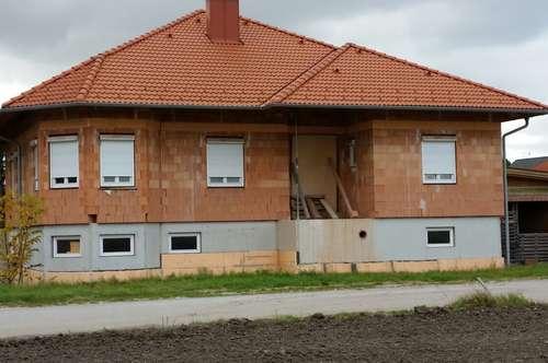 Wunderschöner Bungalow, Einfamilienhaus, Rohbau, Dichtbetonkeller in Seibersdorf