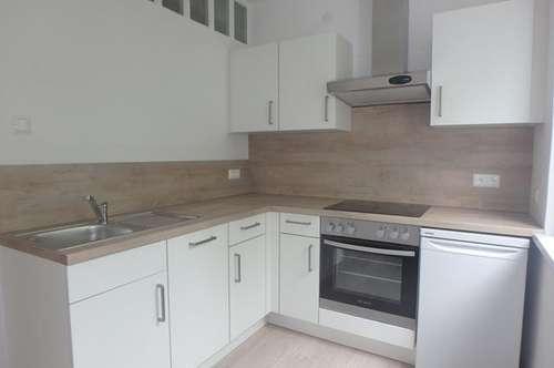 ERSTBEZUG - komplett renovierte 2-Zimmer Wohnung mit Loggia in bester Wohnlage