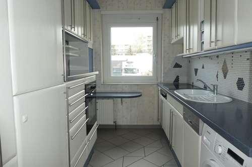 Helle, geräumige 4-Zimmerwohnung mit Loggia - geringe Heizkosten