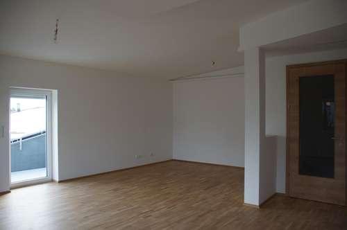 Erstbezug, provisionsfrei: Moderne Dreizimmer-Penthousewohnung mit Tiefgaragenstellplatz