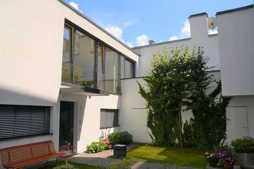 """TOWNHOUSE IM ANDRÄVIERTEL!  3-Zimmer-Maisonette mit  """"Haus im Haus""""- Charakter,  Terrasse und Grünoase!"""