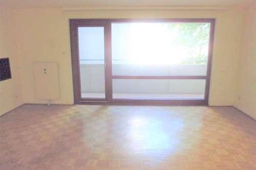Großzügige, ruhige 3-Zi-Wohnung, 14m² Loggia, renovierungsbedürftig, tolle Lage (U-6 Nähe!!)