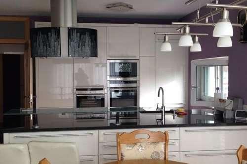 ITH: WOW! Luxuswohnung mit Designer-Küche + Großer Eigengarten + Zwei Terrassen!