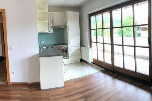 PUCH: Hübsche, gepflegte 2-Zimmerwohnung mit großem Balkon und Carport