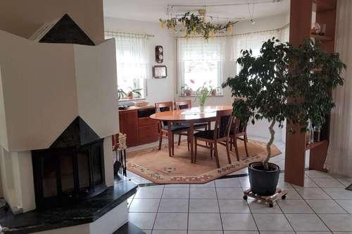 Großzügiges Ein oder Zweifamilienhaus mit Pool in ruhiger Lage, Welzenegg!