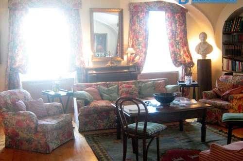 Stilvoll wohnen und arbeiten in Herrschaftshaus mit uneinsehbarem Innenhof!