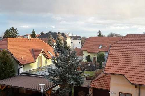 Zentrale sonnige 3 Zimmer Dachwohnung mit Balkon-Möglichkeit in Leobersdorf - Bezirk Baden