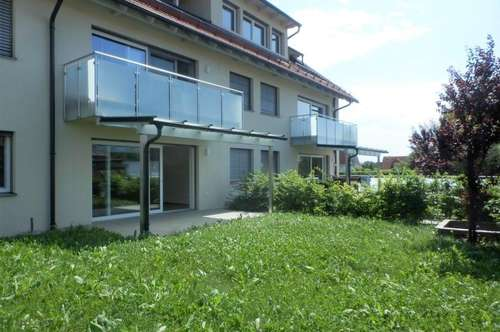 Exklusive 4-Zimmer-Wohnung mit überdachter Terrasse, schönem Garten und zwei Carport-Abstellplätzen in absoluter Ruhelage