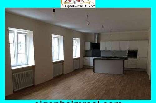 Neurenovierte 3 Zimmer-Wohnung mit Balkon mitten im Zentrum