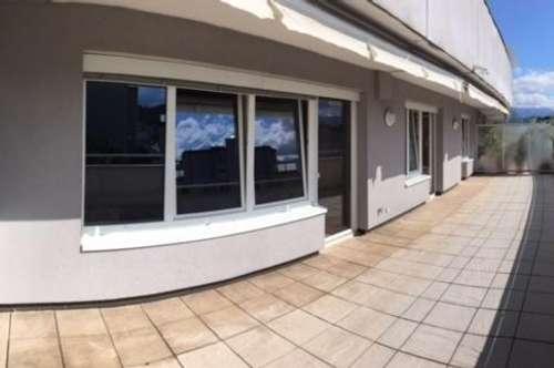 Provisionsfrei! Großzügige, helle Terrassenwohnung, neu renoviert, mit 98m² Wohnfläche und 45m² Terrasse