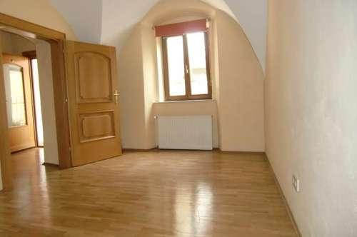 WUNDERSCHÖNE 105 m² ZUR MIETE IN DER ST.VEITER ALTSTADT!