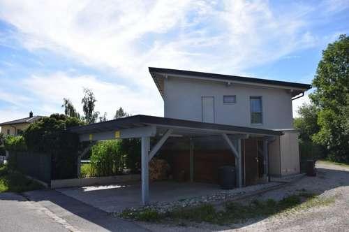 Neuwertige Doppelhaushälfte in ruhiger Siedlungslage, Salzwasserpool, Doppelcarport