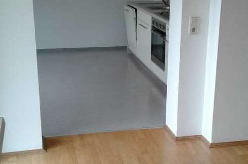 Preishit! 4 Zimmer-Wohnung mit Balkon - Erstbezug nach Komplettsanierung
