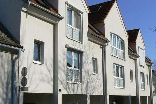 Gepflegte Dachgeschoss-Mietwohnung mit Balkon und überdachtem PKW-Abstellplatz in bester, ruhiger Lage in 2700 Wiener Neustadt
