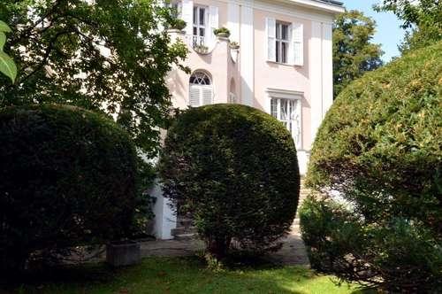 Traumwohnung im Hietzinger Cottage, 248m², 5 Zimmer, Wohnsalon, 2 Bäder, Blick auf Balkon und Garten