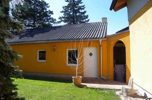 2 Zimmer-Gartenwohnung, eigenständige Wohneinheit- komplette Ruhelage in Zwölfaxing