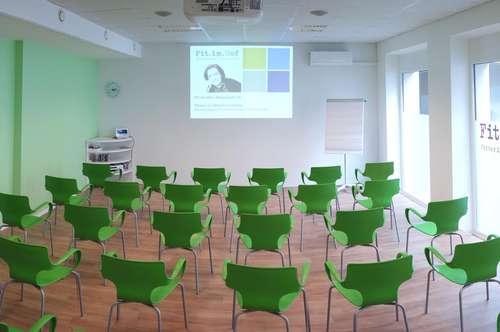 Suche PartnerIn/UntermieterIn für neu renoviertes, helles und ruhiges Studio in zentraler Innenhoflage (112m2)