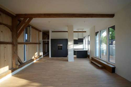 Nur mehr eine Wohnung frei - Hochwertiges, individuelles Wohnen im Gutshof - großer Balkon - Carport!