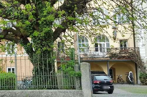 Salzburg-Mozartsteg: Tolle 4-Zi.-DG-Whg mit Festungsblick, offenem Kamin und PP