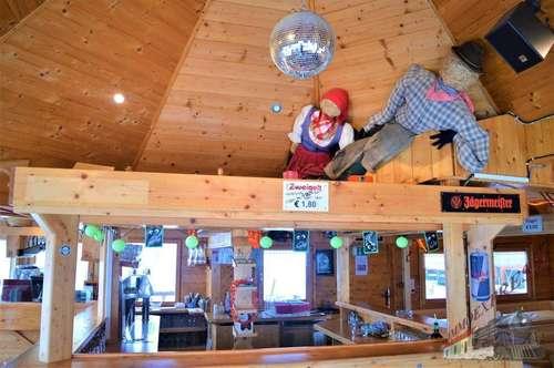 Skihütte mit Restaurant, Apres Ski Bar und Wohneinheit im Skigebiet Stuhleck