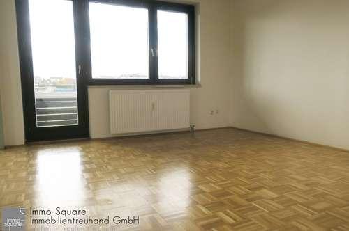 Helle, zentrale 3-Zimmer-Wohnung mit Loggia