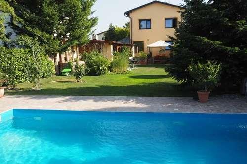 Vor den Toren Wiens - gepflegtes Haus mit Pool und wunderschönem Garten