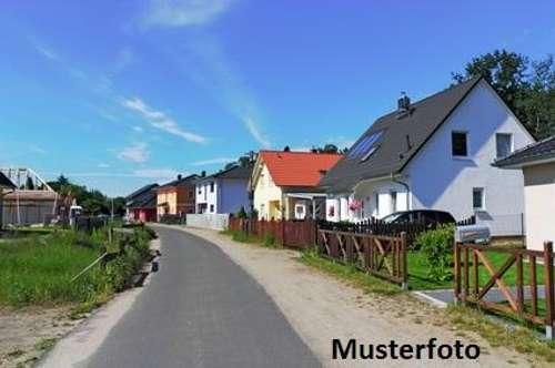 + Einfamilienhaus mit Nebengebäude +