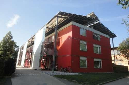 Schöne Wohnung mit Balkon und PKW-Abstellplatz