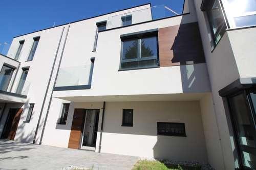 Provisionsfrei! Ziegelmassiv-Doppelhaushälfte mit Garten, Balkon und Dachterrasse. U1!