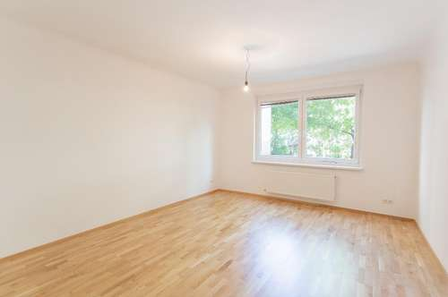 Neu sanierte helle 2 Zimmer Wohnung in Ruhelage inkl. Einbauküche