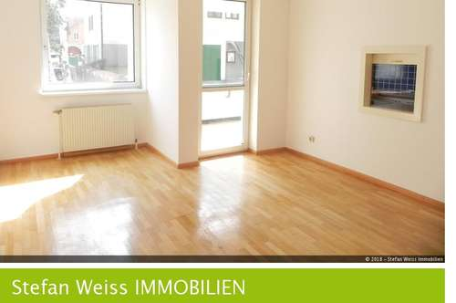 Sonnige 2 Zimmer Wohnung mit Loggia und Auto Stellplatz