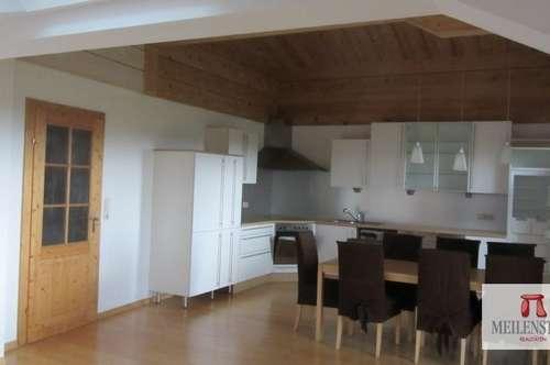 3-Zimmer Dachgeschoss-Wohnung ca. 100 m2 in Schleedorf mit Panoramablick in die Berglandschaft!
