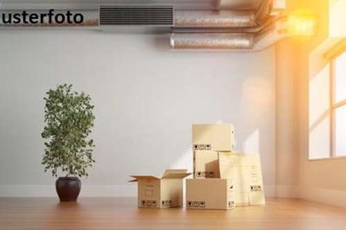 + Wohn-/Büro und Lagertrakt +