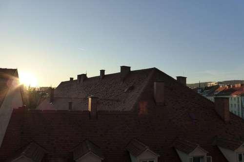 Helle Dachgeschoßwohnung nähe Kunsthaus, mit riesiger Wohnküche!