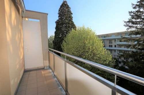 Traumhafte 1-Zimmer-Dachgeschosswohnung mit westseitiger Terrasse in bester Wohnlage!