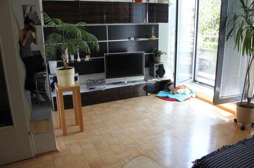 Helle und Große 2-Zimmer Wohnung