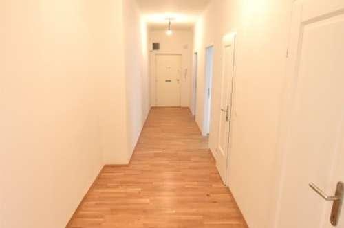 BESTLAGE IM ERSTEN! Top sanierte Wohnung im Erstbezug in einem klassischen 60er Haus!!!