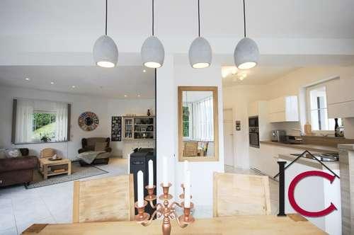 Gediegenes Einfamilienhaus mit Dependance in Aussichtslage