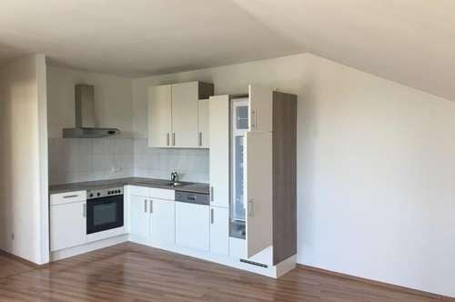 DG - Wohnung mit Loggia (inkl. Warmwasser und Heizung)
