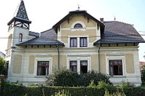 Jugendstilvilla + Nebengebäude + großer Garten