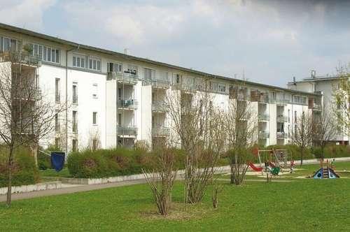 Perfektes Zuhause für Sie und Ihre Familie! Wohlfühlen auf höchstem Niveau in geräumiger 3-Zimmer-Wohnung in idyllischer Grünlage mit tollem Balkon!