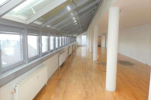 ERSTBEZUG nach Generalsanierung: Außergewöhnliche LOFT-Wohnung mit Terrasse