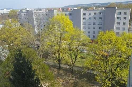 Sonnige, ruhige Grünlage am beliebten Spallerhof! Gemütliche 2-Raum-Wohnung - schöne Loggia mit traumhaftem Ausblick! Provisionsfrei!