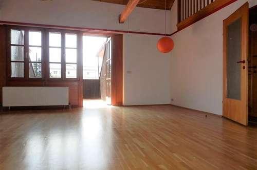 Wunderschöne 3-Zimmer-Maisonette-Wohnung mit Dachterrasse und Schlossbergblick in zentraler Lage