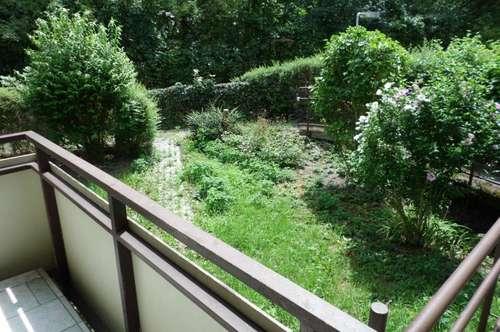 Sehr zentralgelegene und behindertengerechte 87m2 EG -Wohnung  mit neuer Küche und sonniger Terrasse mit Abgang in den Garten