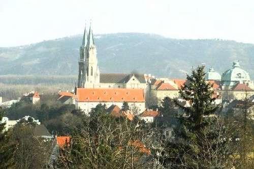 Prachtvolle weite Aussichtslage Richtung Stift, Bisamberg, Korneuburg, Wien u. weit über die Donau