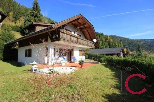 Schönes und gediegen ausgestattetes Landhaus mit großer Terrasse in herrlicher Aussichtslage