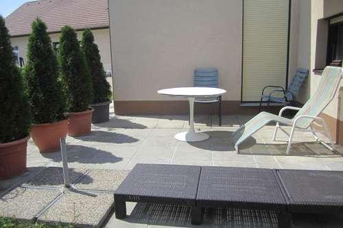Felixdorf: Kleine Single- oder Pärchenwohnung mit Terrasse und Gartenbenützung