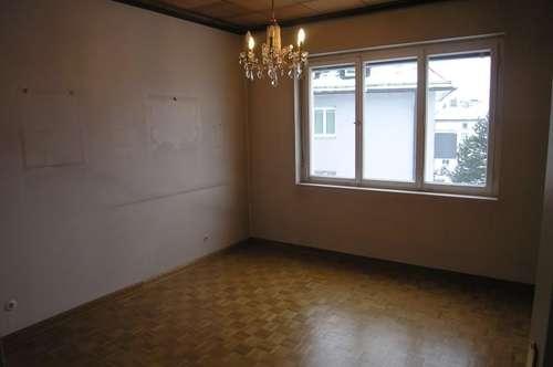 Teilweise sanierungsbedürftige Wohnung in Hall in Tirol