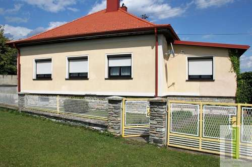 2 Landhäuser mit großem Garten mit vielseitiger Verwendung!